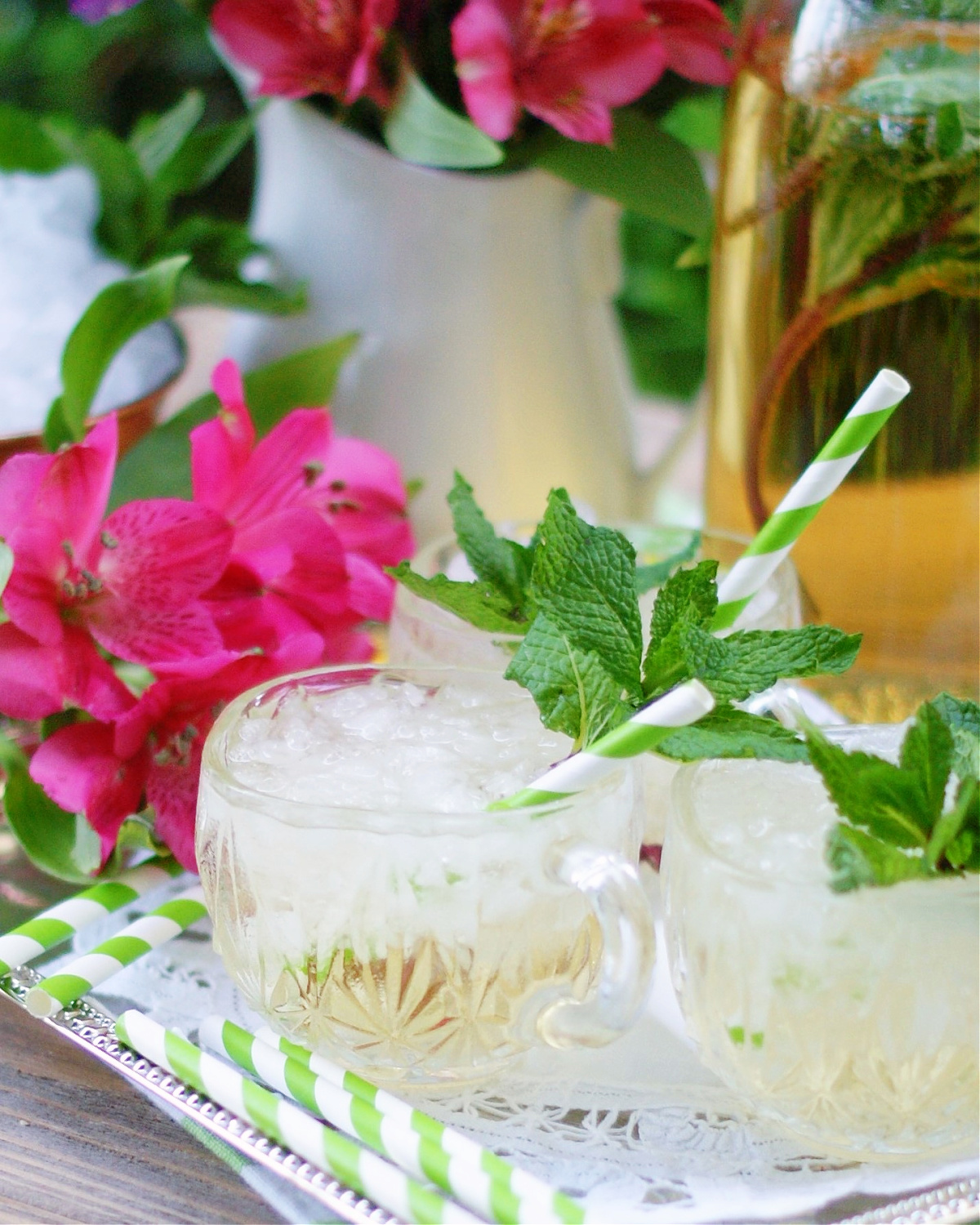A non alcoholic variation of the champagne julep for parties.