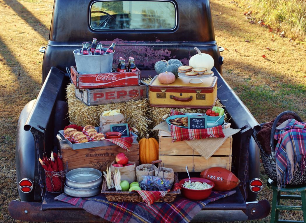 A Vintage Tailgate & 2 Other Must-Haves for this Weekend's Big Game