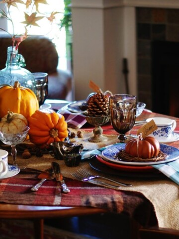 Tips for creating a warm & inviting Thanksgiving table.
