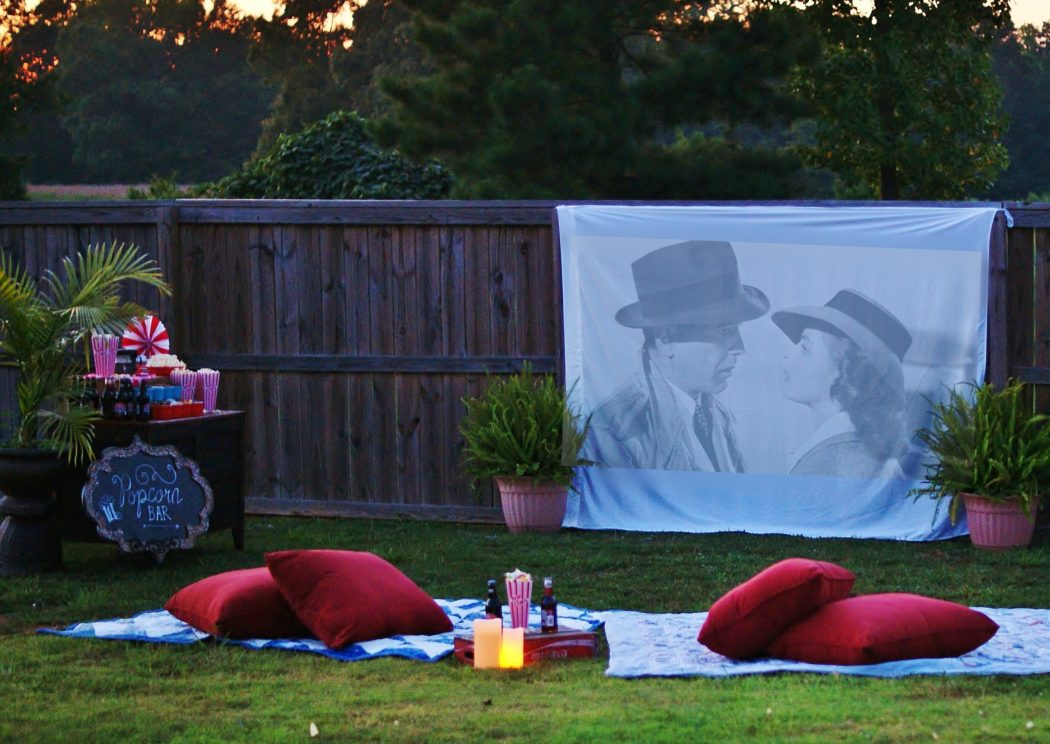 5 Secrets To Hosting The Best Outdoor Movie Night