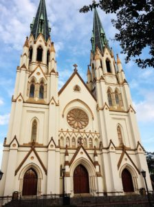 Is Savannah, GA, on your bucket list? Then these are the top 5 free (or almost free) must-see's and do's you can't afford to miss!