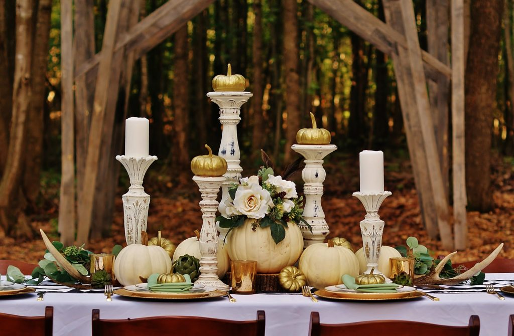 Rustic white pumpkin table offers elegant inspiration for a neutral fall look.