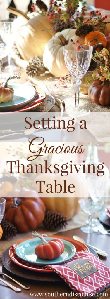Thanksgiving tablescape ideas for family or friendsgiving. A warm and gracious table setting that is both traditional and casual. Plus, what it means to be a gracious Thanksgiving hostess.