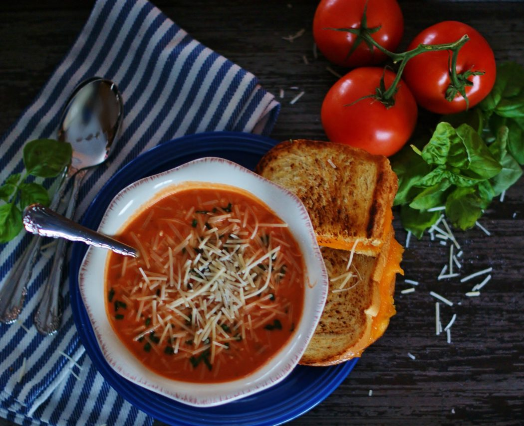 Creamy Tomato Basil Soup: Quick & Easy Comfort