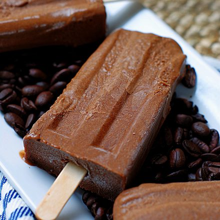 A creamy mocha popsicle made with iced coffee, cream and pudding.