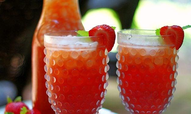 Refreshing Strawberry Iced Tea