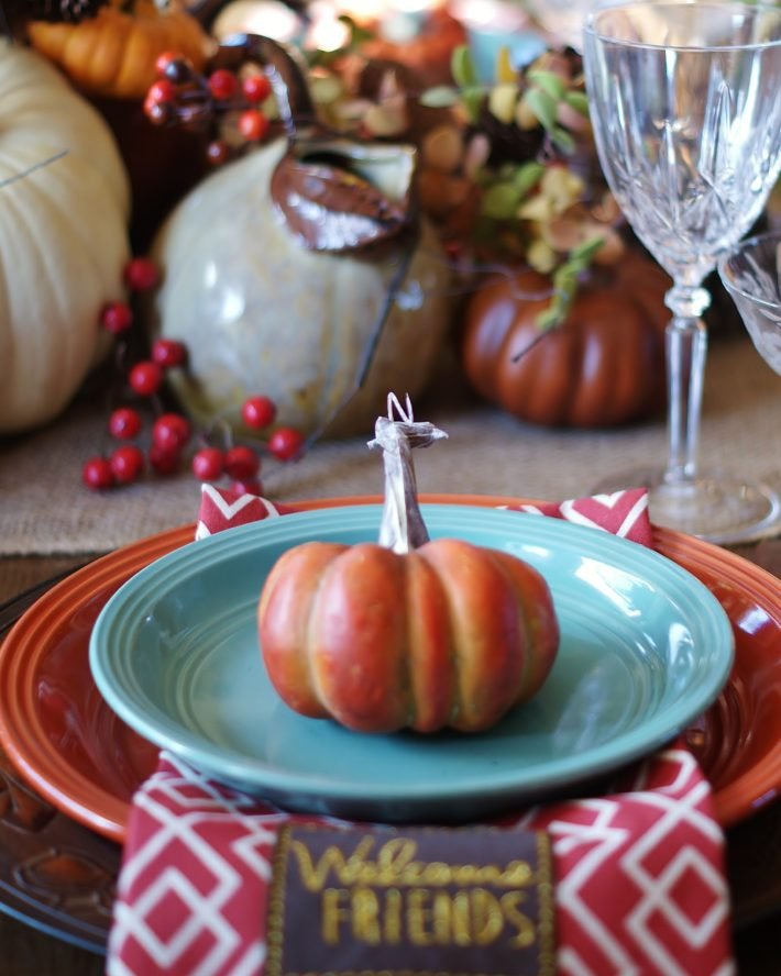 Setting A Gracious Thanksgiving Table