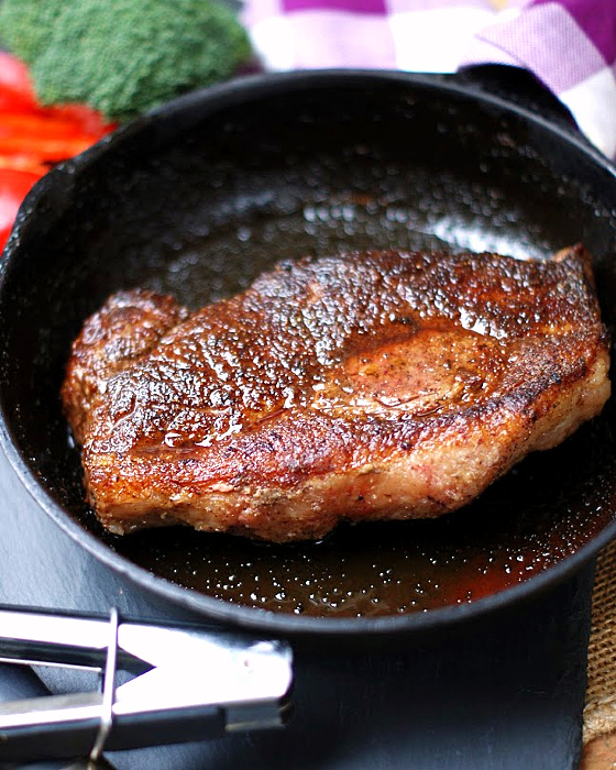 Cast iron skillet steak feature photo