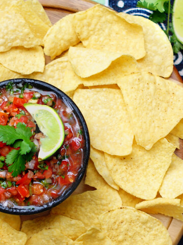 Fresh salsa with cilantro and lime title