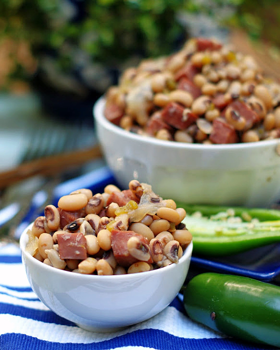 slow cooker black eyed peas in a white bowl