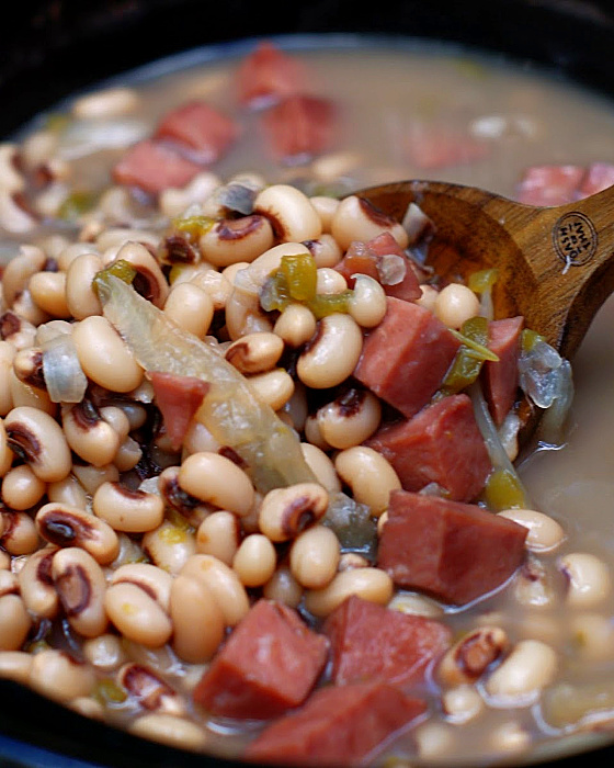 Southern Black Eyed Peas in a slow cooker.