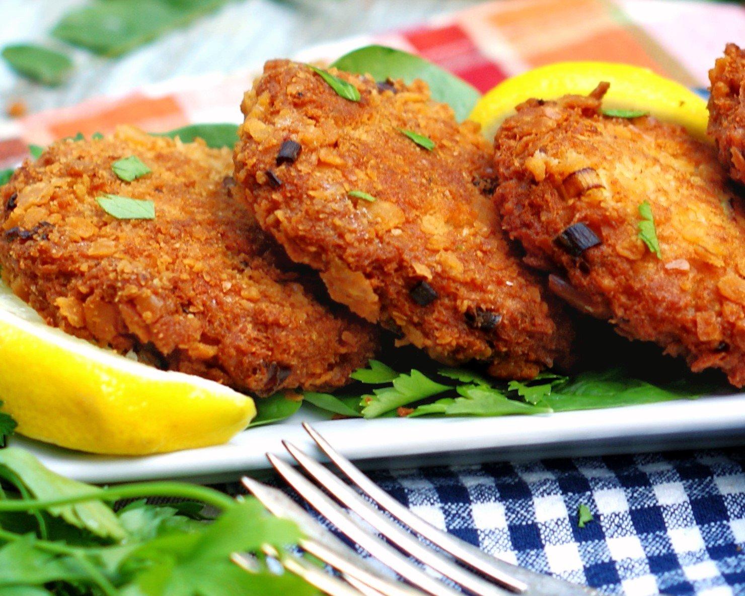 Salmon patties with lemon for dinner