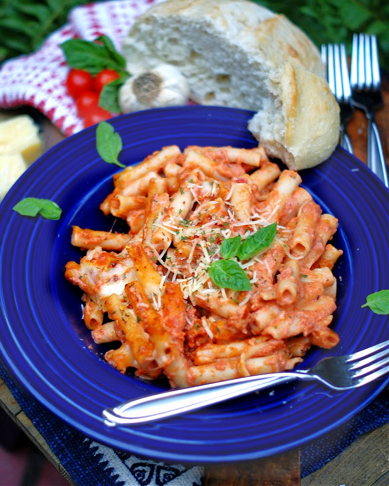 A bowl of baked ziti with a meatless tomato alfredo sauce.