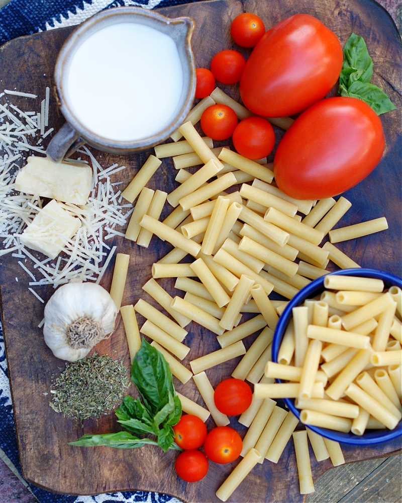 ingredients to make tomato alfredo baked ziti