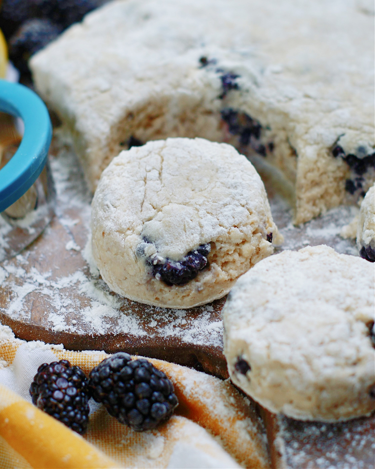how to make fluffy blackberry biscuits