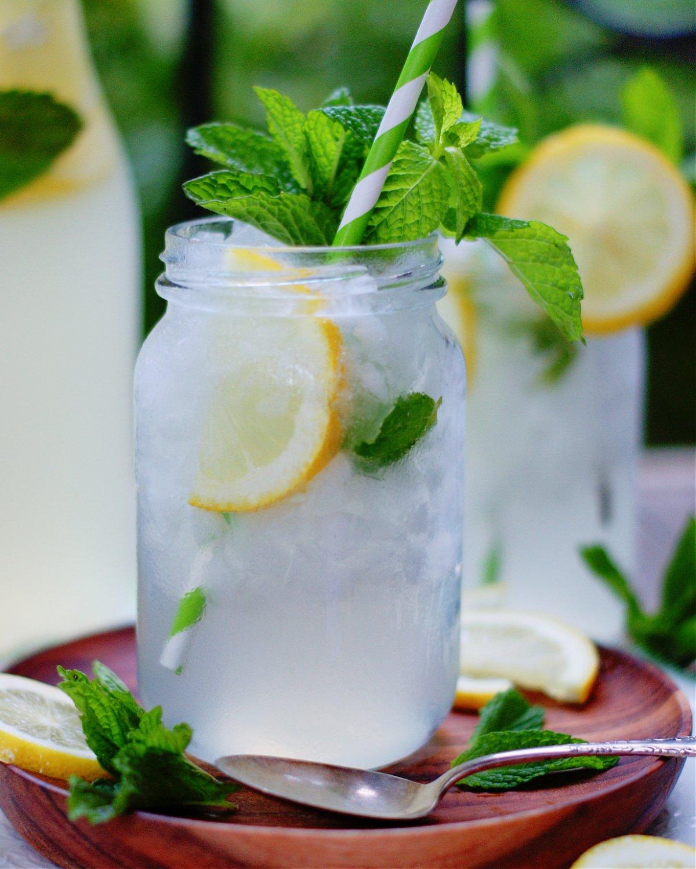 2 chilled mugs of fresh Mint Lemonade