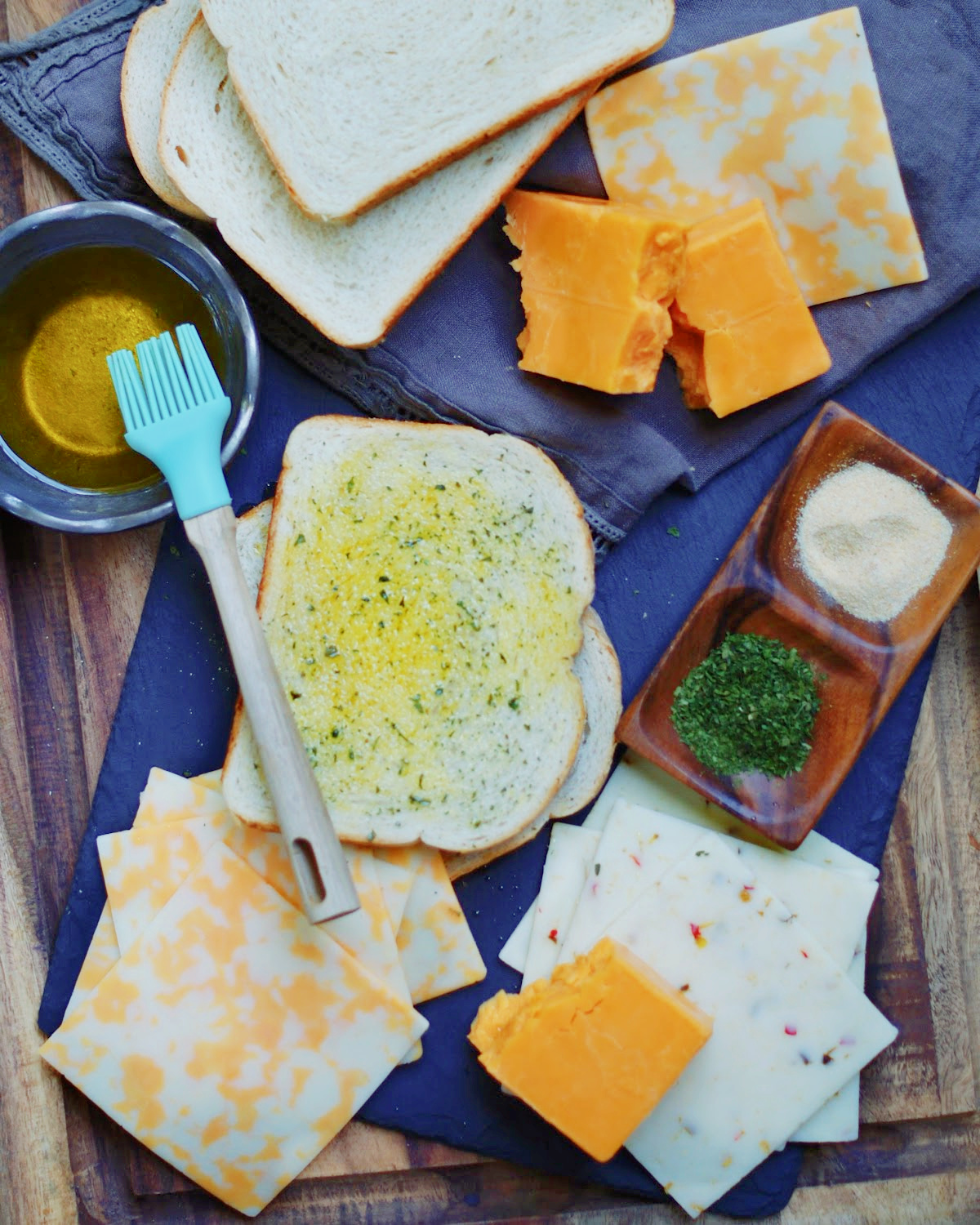Ingredients to make grilled cheese croutons